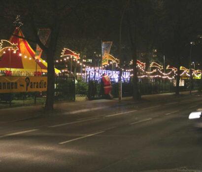 Verkaufsplatz Tannen-Paradies Mariendorf bei Nacht